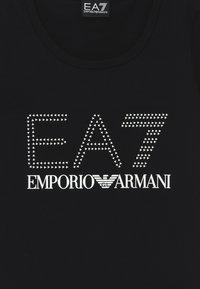 EA7 Emporio Armani - T-shirts med print - black/white - 3
