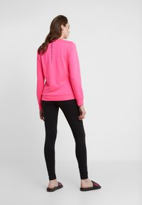 EA7 Emporio Armani - TRAIN LOGO SERIES - Sweatshirt - neon pink / black - 2