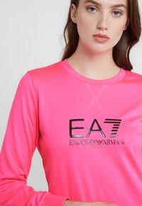 EA7 Emporio Armani - TRAIN LOGO SERIES - Sweatshirt - neon pink / black - 3