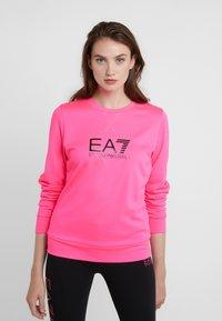 EA7 Emporio Armani - TRAIN LOGO SERIES - Sweatshirt - neon pink / black - 0