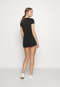 EA7 Emporio Armani - Shorts - black/white - 2