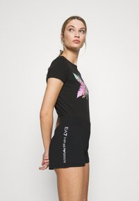 EA7 Emporio Armani - Shorts - black/white - 3