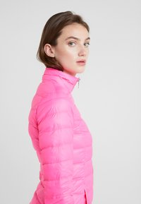 EA7 Emporio Armani - TRAIN CORE LADY - Untuvatakki - neon pink / black - 3