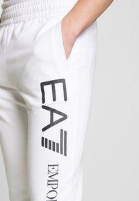 EA7 Emporio Armani - PANTALONI - Teplákové kalhoty - white - 3