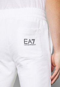EA7 Emporio Armani - PANTALONI - Teplákové kalhoty - white - 5