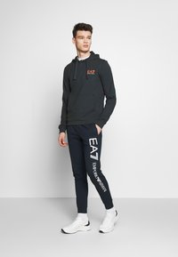 EA7 Emporio Armani - PANTALONI - Trainingsbroek - night blue - 1