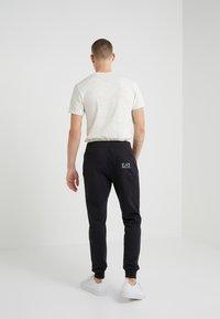 EA7 Emporio Armani - PANTALONI - Teplákové kalhoty - black - 2