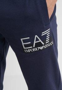 EA7 Emporio Armani - TROUSER - Spodnie treningowe - blue - 4