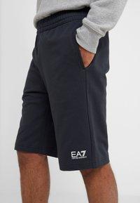 EA7 Emporio Armani - BERMUDA - Pantalon de survêtement - navy - 5