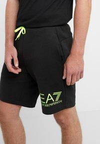 EA7 Emporio Armani - Pantalones deportivos - black / neon / yellow - 6