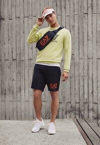 EA7 Emporio Armani - Verryttelyhousut - black/neon/orange - 4