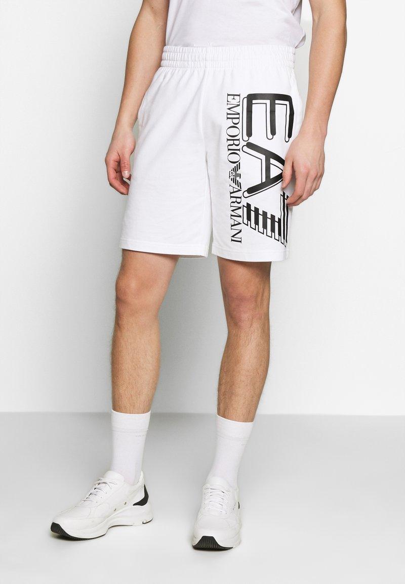 EA7 Emporio Armani - BERMUDA - Teplákové kalhoty - white
