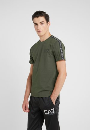 SIDE TAPE - T-shirt con stampa - khaki