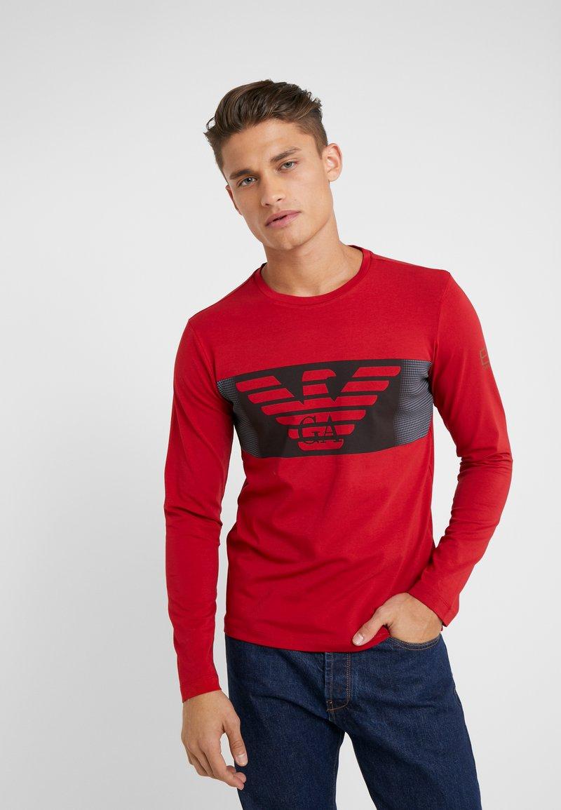 EA7 Emporio Armani - T-shirt à manches longues - red