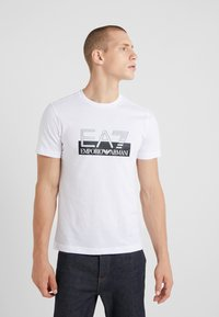 EA7 Emporio Armani - Camiseta estampada - white - 0