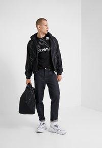 EA7 Emporio Armani - T-shirt med print - black - 1