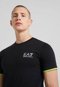 EA7 Emporio Armani - Camiseta estampada - black - 4