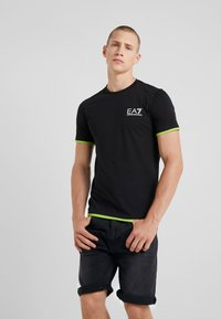 EA7 Emporio Armani - Camiseta estampada - black - 0