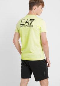 EA7 Emporio Armani - Triko spotiskem - neon / yellow / black - 2