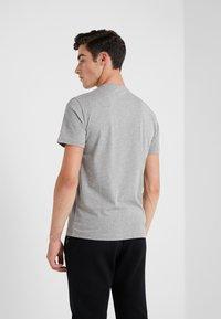 EA7 Emporio Armani - T-shirt med print - medium grey - 2