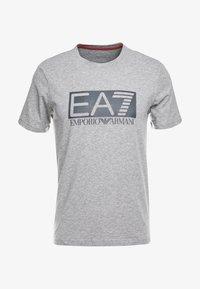 EA7 Emporio Armani - T-shirt med print - medium grey - 3