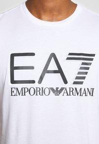 EA7 Emporio Armani - Triko spotiskem - white - 5