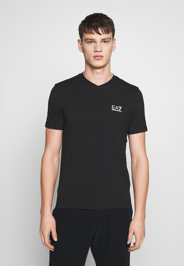 V NECK - T-shirt con stampa - black