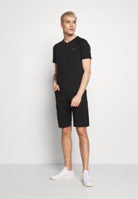 EA7 Emporio Armani - T-shirt imprimé - black - 1