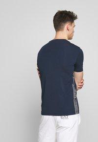 EA7 Emporio Armani - Camiseta estampada - navy blue - 2
