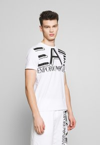 EA7 Emporio Armani - T-shirt imprimé - white - 0