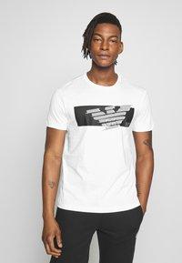 EA7 Emporio Armani - T-shirt print - white - 0