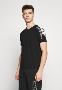 EA7 Emporio Armani - T-shirt imprimé - black - 0