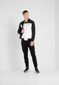 EA7 Emporio Armani - veste en sweat zippée - black - 1