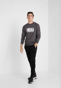 EA7 Emporio Armani - Sweatshirt - asphalt - 1