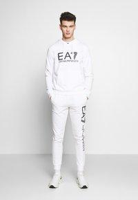 EA7 Emporio Armani - Bluza z kapturem - white - 1