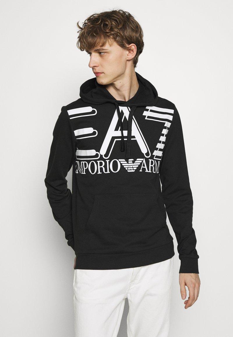 EA7 Emporio Armani - HOODIE - Jersey con capucha - black