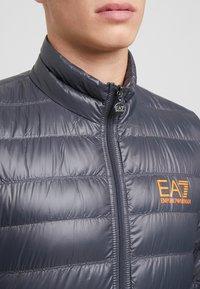 EA7 Emporio Armani - Gewatteerde jas - black / neon / orange - 5