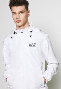 EA7 Emporio Armani - GIUBBOTTO - Vindjacka - white - 3