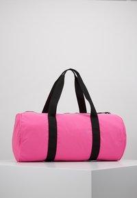 EA7 Emporio Armani - GYM BAG NEON - Bolsa de deporte - neon pink / black - 2
