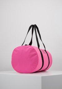 EA7 Emporio Armani - GYM BAG NEON - Bolsa de deporte - neon pink / black - 3