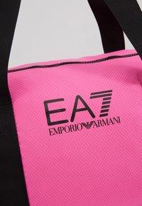 EA7 Emporio Armani - GYM BAG NEON - Bolsa de deporte - neon pink / black - 7
