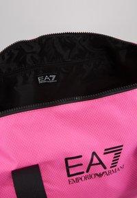 EA7 Emporio Armani - GYM BAG NEON - Bolsa de deporte - neon pink / black - 4
