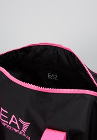 EA7 Emporio Armani - GYM BAG NEON - Sporttas - black / neon pink - 4