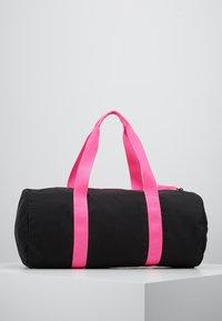 EA7 Emporio Armani - GYM BAG NEON - Sporttas - black / neon pink - 2