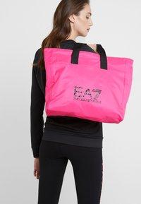 EA7 Emporio Armani - SHOPPER NEON - Torba na zakupy - neon pink / black - 1