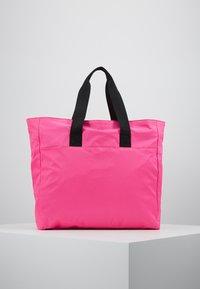 EA7 Emporio Armani - SHOPPER NEON - Torba na zakupy - neon pink / black - 2