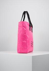 EA7 Emporio Armani - SHOPPER NEON - Torba na zakupy - neon pink / black - 3