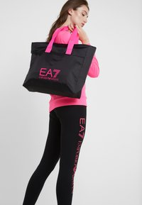EA7 Emporio Armani - SHOPPER NEON - Tote bag - black / neon pink - 1