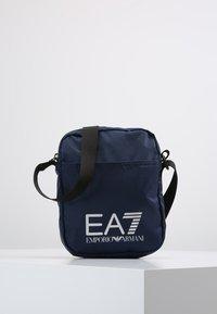 EA7 Emporio Armani - TRAIN PRIME POUCHBAG SMALL  - Taška spříčným popruhem - notte - 0
