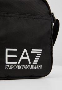 EA7 Emporio Armani - TRAIN PRIME POUCHBAG SMALL  - Schoudertas - nero - 6